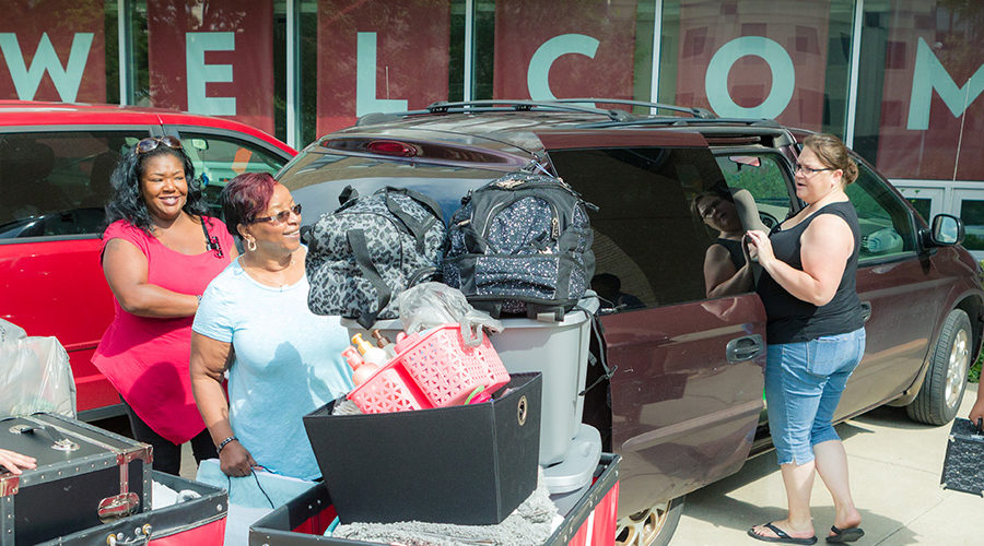 Families moving into Chadbourne Residence Hall